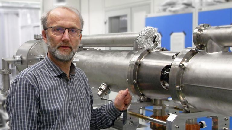 Michael Freitag at prepared assemblies of the electron linear accelerator ELBE of the Helmholtz-Zentrum Dresden-Rossendorf (Source: HZDR)